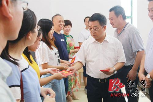 刘卫华赴县二中走访慰问教师代表 宁远: