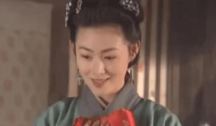 """""""潘金莲""""因戏生情, 真与""""武松""""在一起, 如今47岁活成这样"""