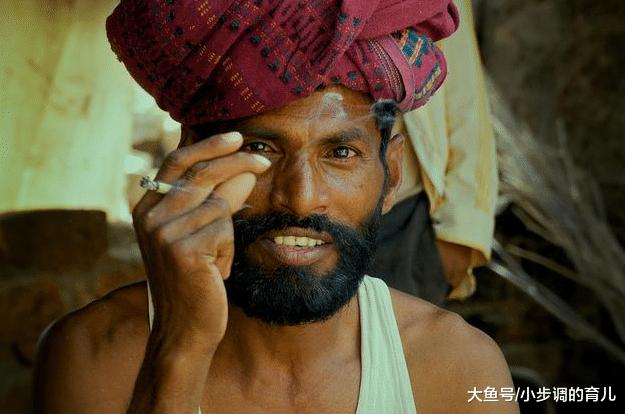 """印度的""""烟盒""""图案, 让他们每次买烟只买一根?"""