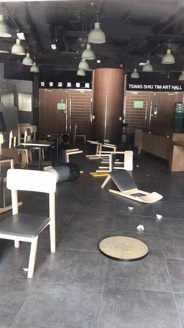 """暴行肆虐香港高校, 情况到了危急的时候 """"内地生大逃亡"""""""