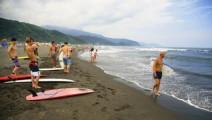 这里的人每年冲浪300天!这个惊动国家冲浪队的地方到底有何神秘?