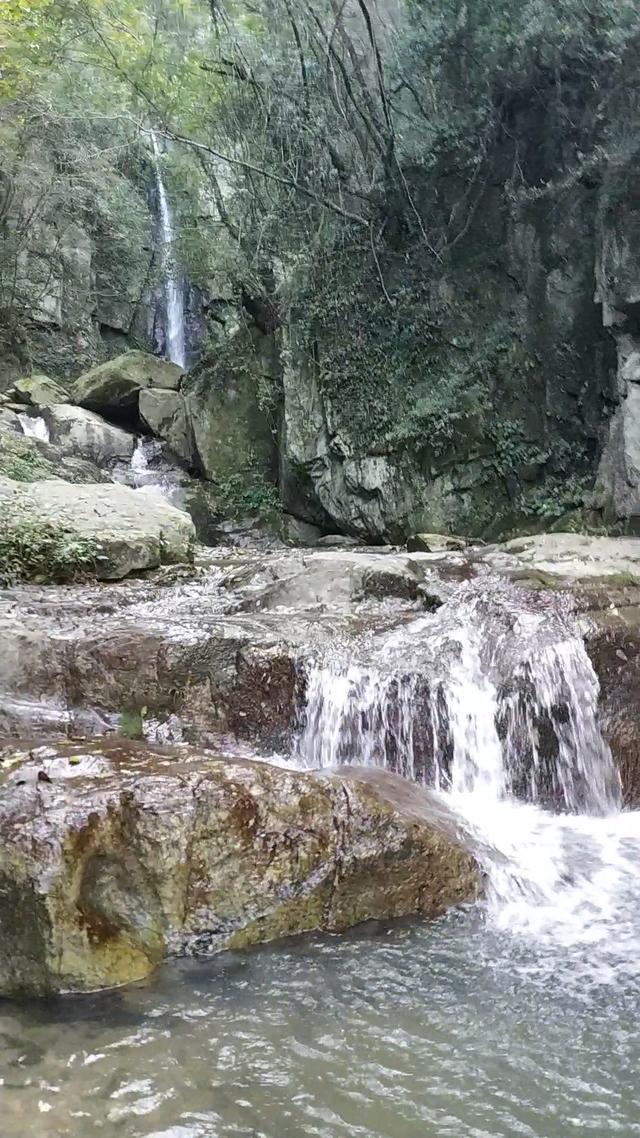一路上风景如诗如画好漂亮 打开 走进甘肃康县阳坝梅园沟景区,在天然