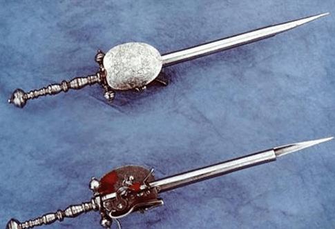 世界三大古怪兵器: 欧洲一击毙命, 印度闪电割首, 中国钩住就没命