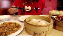 韩国妹子带妈妈去吃广东早茶一向不吃鸡爪的妈妈居然吃了很多