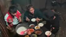 《变形计》富家女刘思琦原来会用筷子吃饭: 想我二姨喂我饭吃!