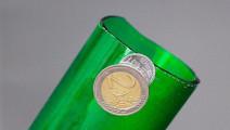 牛人教你如何使用硬币平整的切开玻璃瓶!