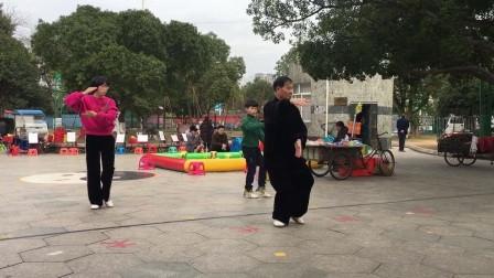 杨老于18年年元月12日带领黄小菊和陈志冉学生晨练42式太极拳