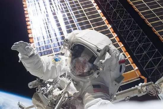 宇航员空间站设计手绘图