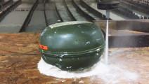 实验测试: 用6000PSI的水刀切割德国的地雷,结果会如何?