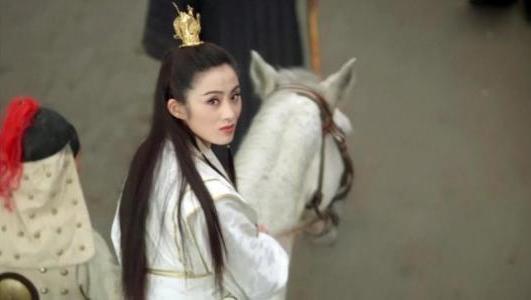 张敏骑着白马回眸一笑,是香港电影史上最经典的一个瞬间