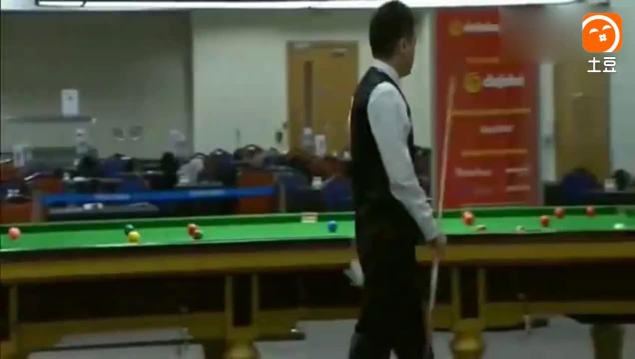 职业选手生起气来有多大, 丁俊晖直接拍台桌!