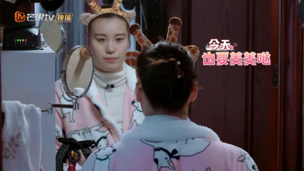 傅园慧戴上蝴蝶结耳环, 化妆后秒变美女, 神韵看起来有点像刘诗诗