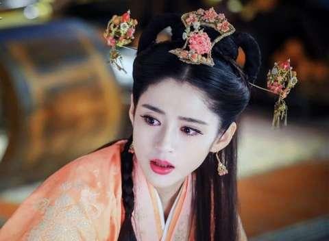 明星李心艾写真: 京城第一美人李长乐 马路上的灰姑娘图片