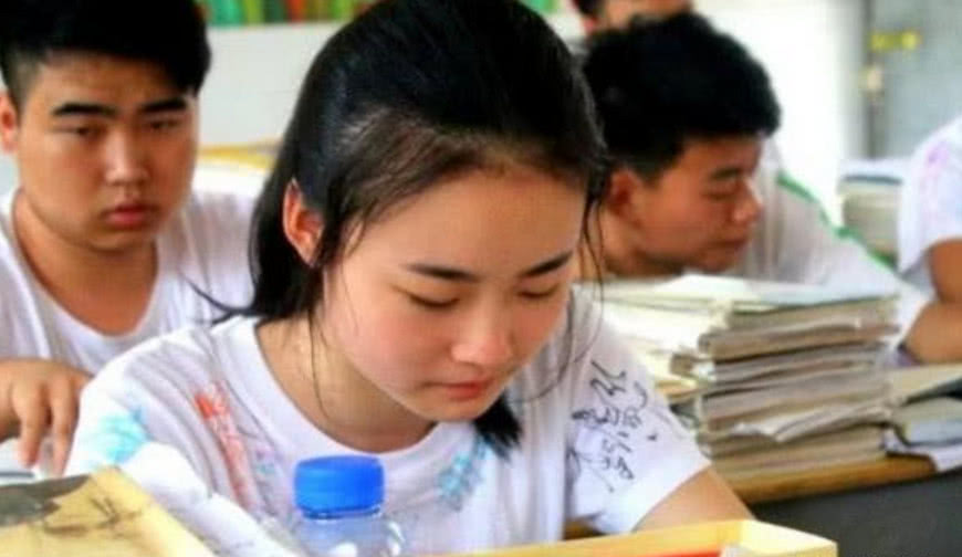 """18岁出国留学, 学成后却不愿回国 高考750分的""""学霸女神"""","""