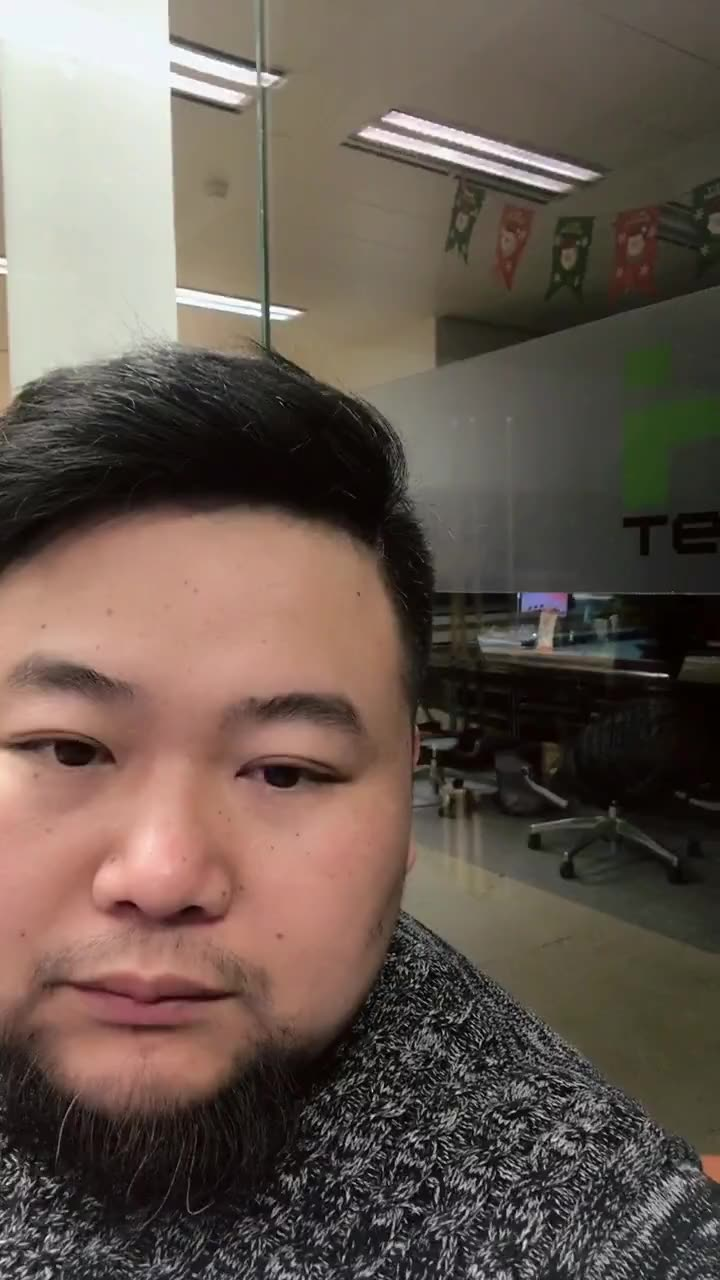 中年胖熊图片