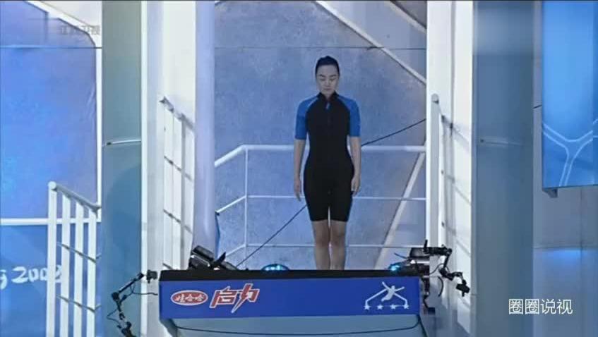 闫妮3米台跳水前倒翻,要是你是裁判给几分?