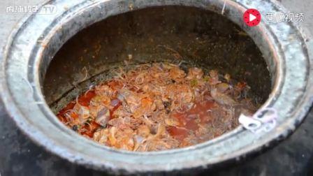 印度工地食堂,用一排大缸给工人做饭,食材不错就不知道味道咋样