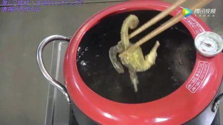 日本海鲜小哥,海马的肚子的构造太厉害了,油炸海马!味道如何!