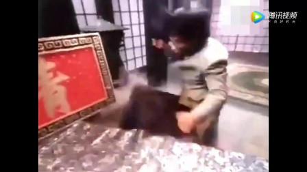 陈真打死日本第一高手江湖八野,遭暗算的情况下除掉浪人头目!