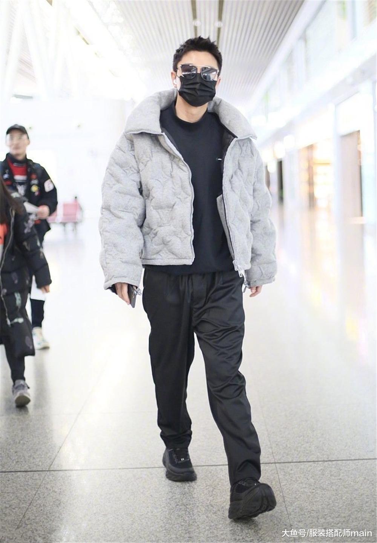 贾乃亮独自走机场, 一身暗花棉服化身潮男太时尚, 大步疾走气场足