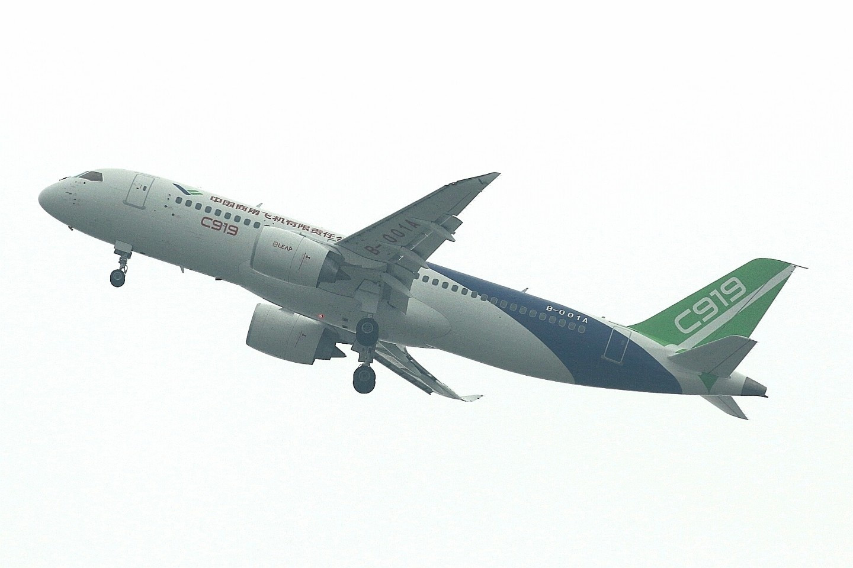 国产大客机起飞啦 C919迎来首次试飞