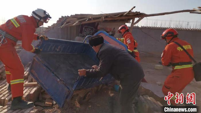伽师县发生6.4级地震,逐场所疏散民众