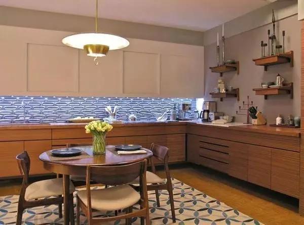 厨房的形状为正方形或者长方形为佳,不规则的形状容易形成尖角煞,对