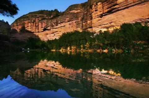 景区三大王牌景点,牛头山石门峡景区古树断崖相伴的碧湖悬瀑;峰险崖峭