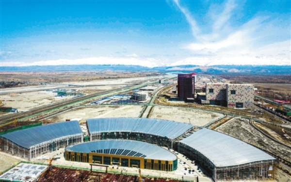 中哈霍尔果斯国际边境合作中心一角。 新华社记者 赵戈摄 编者按自2013年中国向世界发出共同建设丝绸之路经济带和21世纪海上丝绸之路倡议以来,一带一路建设在探索中前进、在发展中完善、在合作中成长,建设的进度和成果都远远超出预期。随着一带一路的朋友圈越来越大,一带一路建设已成为化理念为行动、变梦想为现实的重大国际合作倡议。即日起,《经济日报》将以政策沟通、道路联通、贸易畅通、货币流通、民心相通为主题,以专版形式推出一带一路特别报道,为读者展示一带一路建设的最新进展和成果。