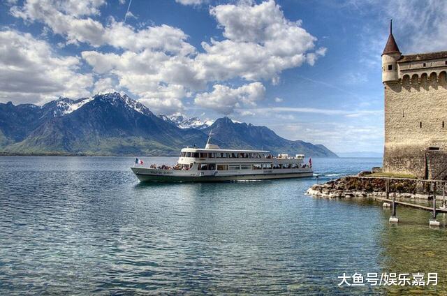 日内瓦湖: 浮云间的蓝色沉淀