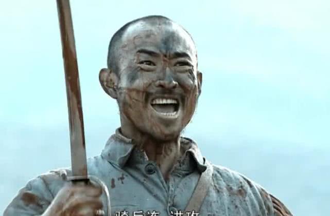 张涵予穿27万肌肉服, 却败给了亮剑连长孙德胜, 网友: 假的终究不如真的
