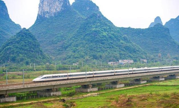 拒绝德国、日本, 将2240亿高铁项目交给中国, 如今有难中国鼎力相助!