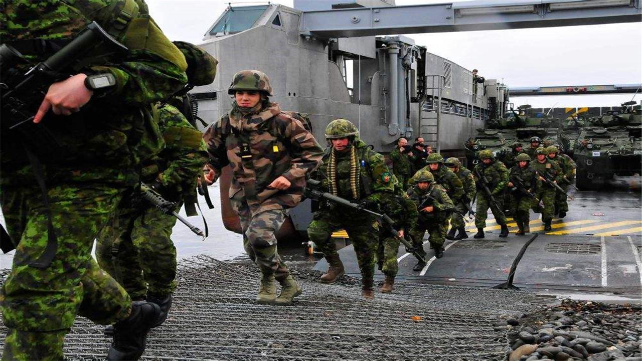 900名加拿大士兵急援乌克兰! 俄军直接摊牌, 普京: 触碰红线就全歼