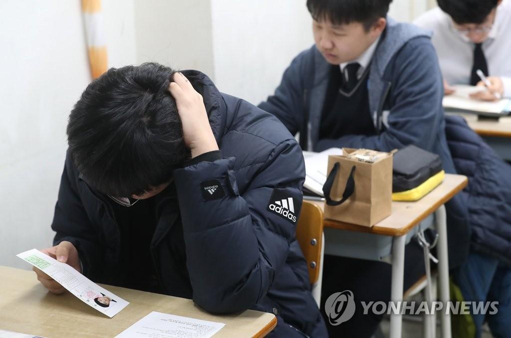 韩国55万人今高考: 公务员推迟上班 飞机暂停起降 超紧张