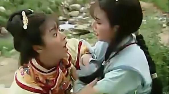 还珠格格:夏紫薇在爬山时,有谁注意到了她的衣服颜色?真的是充满了心机