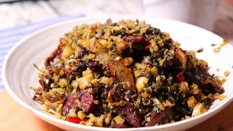 农村最下饭的一道家常菜,配上腊肉一炒,能吃2大碗米饭!