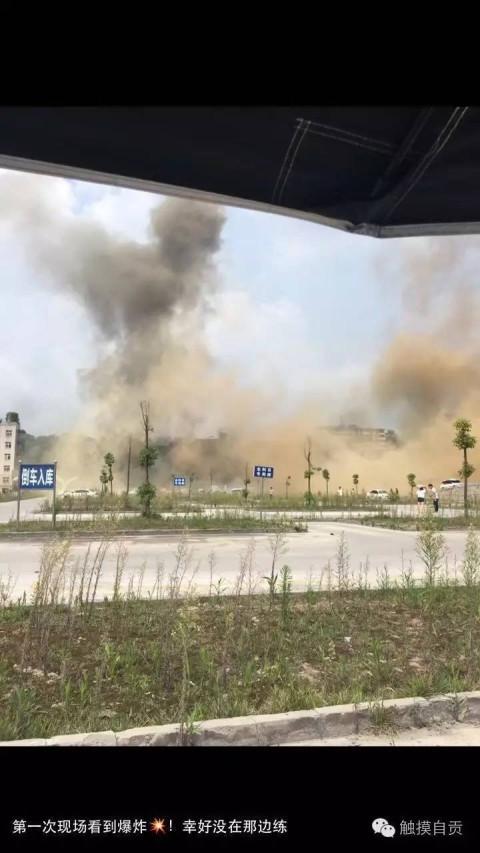 自贡鸿鹤厂一氧气车间发生爆炸 致多人受伤