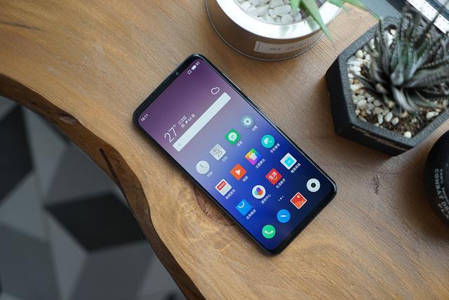 要过年了想拥有一台手机没必要买贵的, 3款中端芯片的好手机
