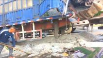 两货车相撞玻璃碎成山,就在平度市门村镇国道