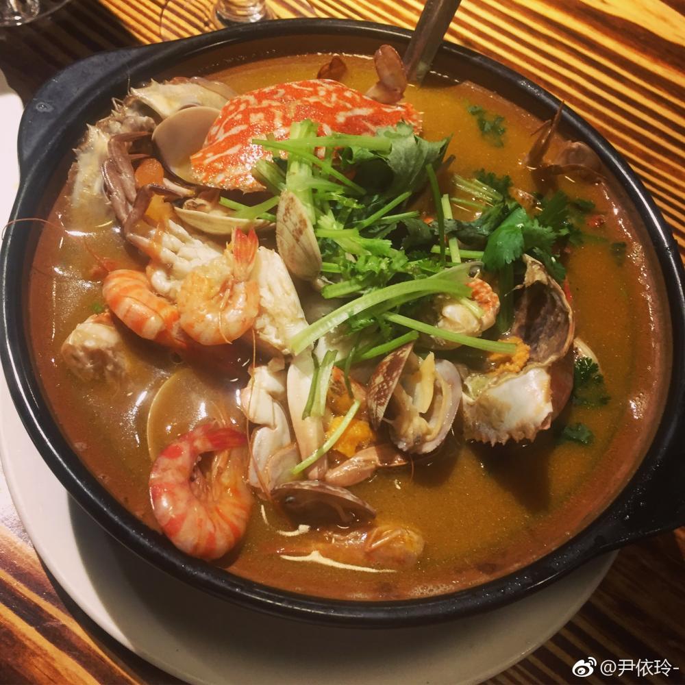 中国女游客在越南贪吃生猛海鲜 上飞机就呕吐腹泻肠子