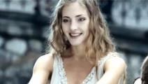 一部让人喘不过气的惊悚片,全程各种邪恶感,萝莉妈妈长得非常漂亮