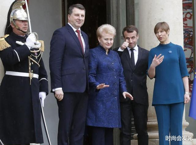 大25岁老婆布丽吉特一直被他宠爱,马克龙和斯洛伐克总统会面时,识趣地后退两步保持距离(图4)
