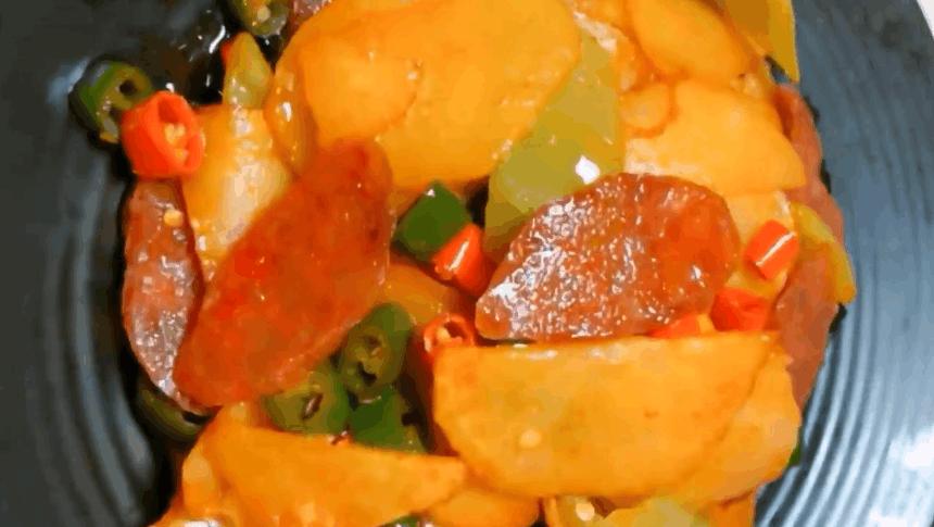 家常菜,腊肠土豆片的做法,进来看看,有没有食欲