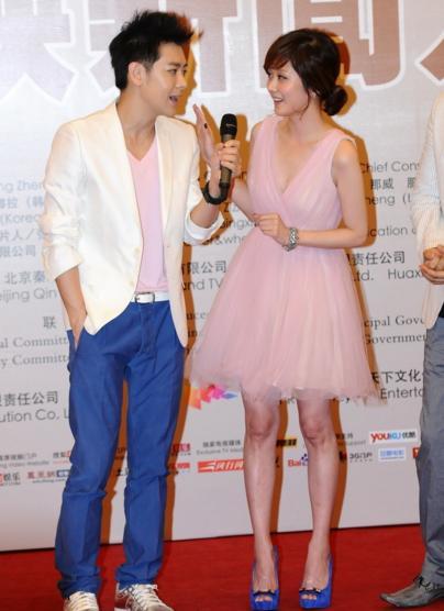 张娜拉和林志颖同台, 张娜拉的腿是怎么了, 网友: 腿实力抢镜