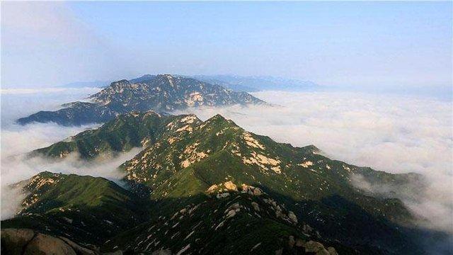 娘娘山风景区位于河南省灵宝市西南11公里处,交通十分便利.