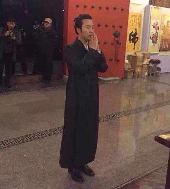 曝41岁歌手李玉刚, 为何会选择突然出家的真相