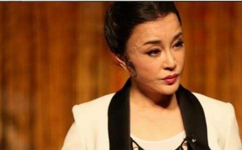62岁刘晓庆近照曝光, 满脸硅胶尽现, 让人唏嘘不已!