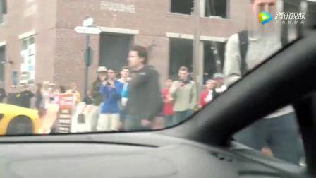 兰博基尼闹市区疯狂轰油,然后就被警察盯上了