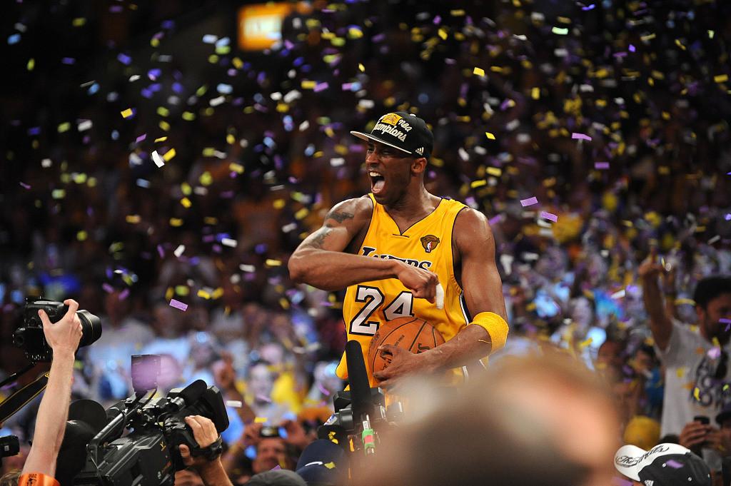 10次入选NBA最佳阵容,科比职业生涯1次当选MVP,巅峰期的奥尼尔完全是不可阻挡的(图4)