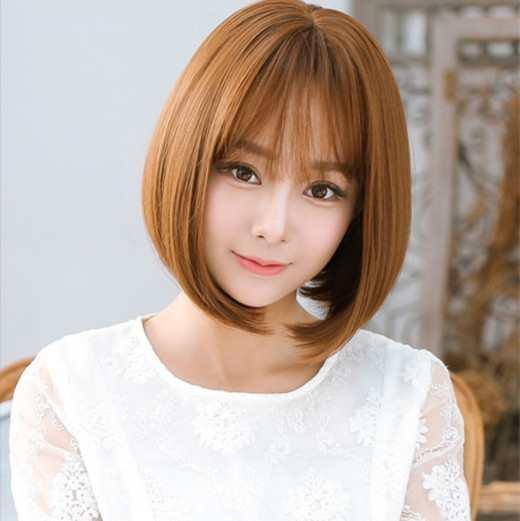 空气刘海配梨花头短发是真的很有甜美气质,直顺头发至发尾自然内扣,轻